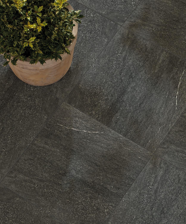 Bodenfliese Materia schwarz im Format 60x60cm aus Feinsteinzeug Fliese in Betonoptik Muster ab 10x10cm